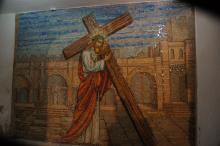 Via Dolorosa, ...ja kantaen omaa ristiänsä